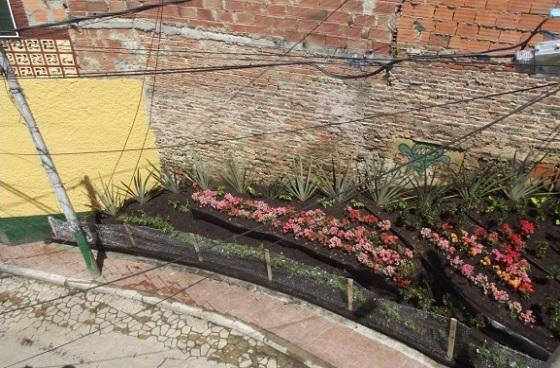 Plantan jard n en el barrio egipto para recuperaci n de for Barrio ciudad jardin sur bogota