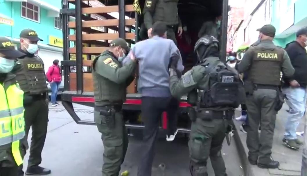 El comandante de la Mebog, general Óscar Gomez Heredia manifestó que la banda usaba callejones de difícil acceso para la venta de los alucinógenos - Foto: Prensa Mebog
