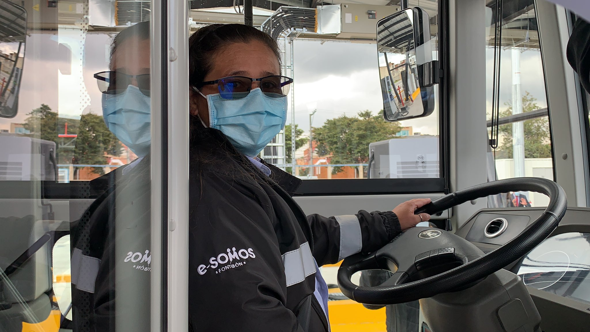 Alexandra Daza, operadora de uno de los 126 buses eléctricos
