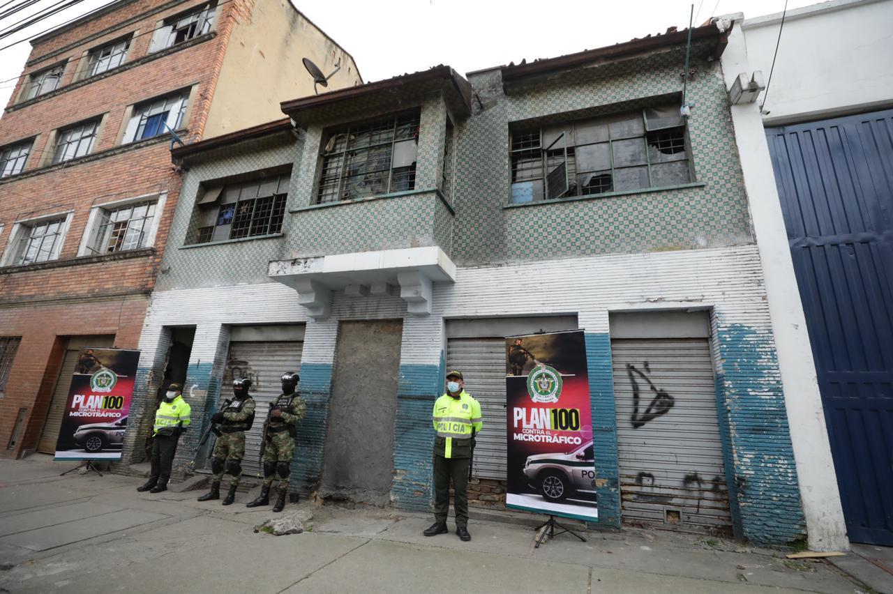 Momento en que es demolido el predio denominado La Fortaleza en el barrio Santa Fe- FOTO: Prensa Secretaría de Seguridad