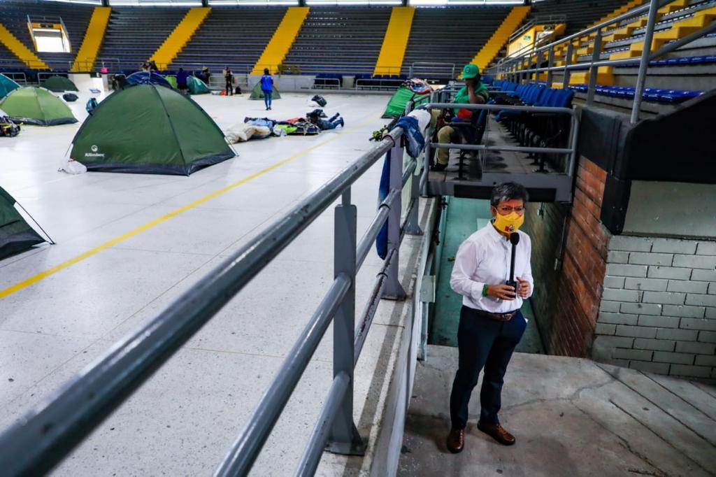 Alcaldesa en las instalaciones del palacio de los deportes