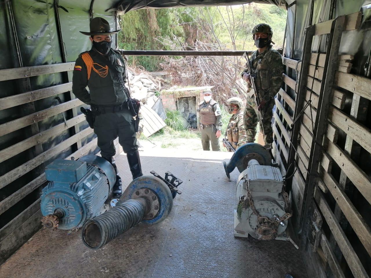 Policía de Bogotá captura a una persona por mineria ilegal - FOTO: Prensa Mebog