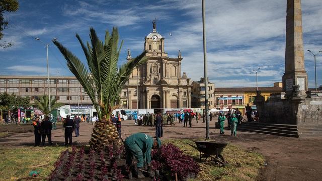 """Con la campaña """"Los Mártires Florecen"""" se recupera el espacio público en esta importante localidad de Bogotá."""