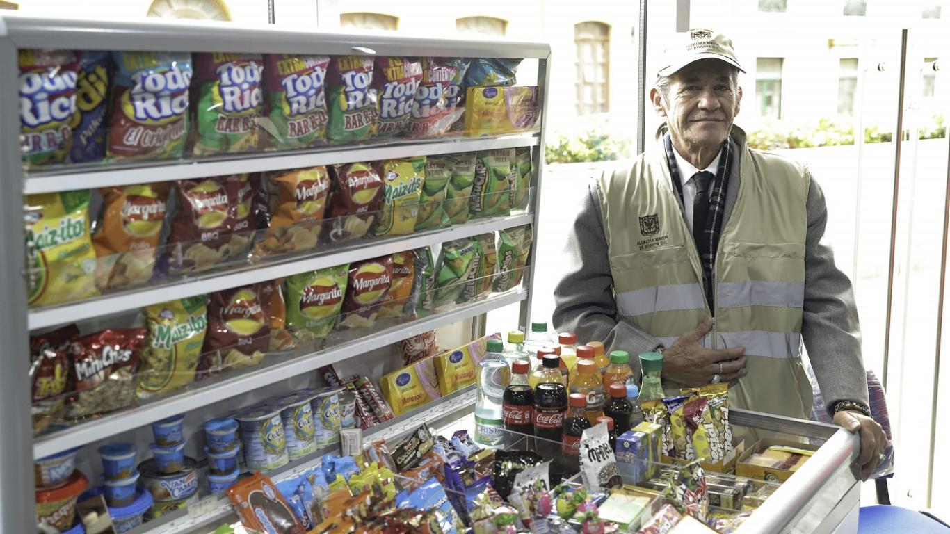 Nuevas alternativas para vendedores informales - Foto: Comunicaciones Alcaldía / Diego Bauman