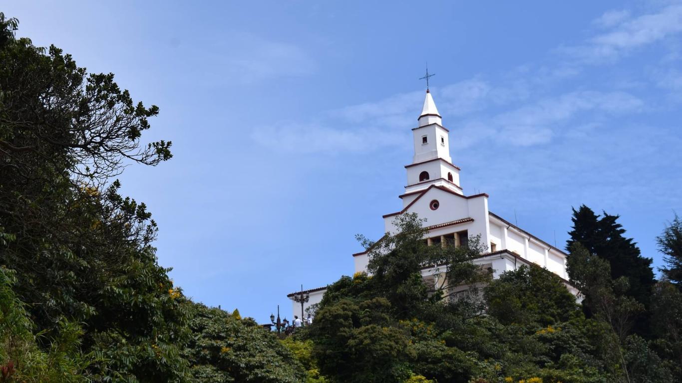 Imagen del cerro de Monserrate