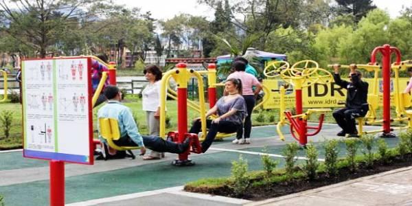 Entrénese y pásela bien en los gimnasios al aire libre en Bogotá