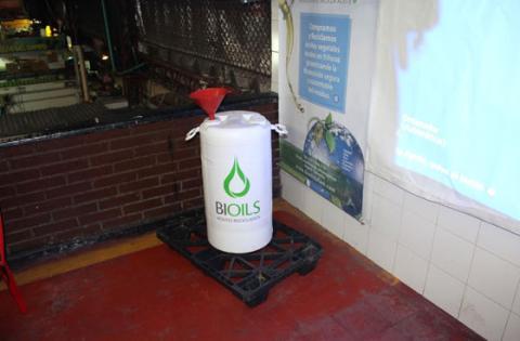 La apuesta de las plazas de mercado para reciclar aceites vegetales