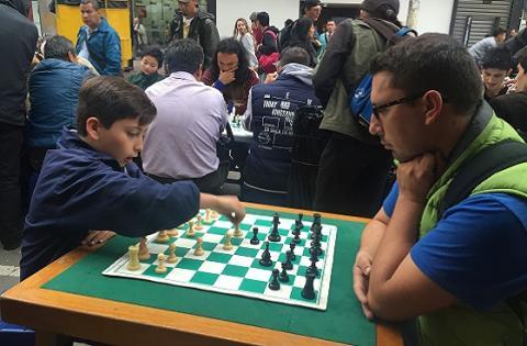 Juego de ajedrez carera Séptima - Foto: Prensa Alcaldía Mayor de Bogotá / Libian Barreto