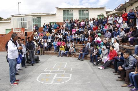 Mandatario local con la comunidad - Foto: Alcaldía Local de Ciudad Bolívar