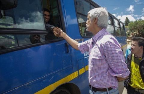 Alcalde con conductor del SITP - Foto: Comunicaciones Alcaldía Bogotá / Camilo Monsalve