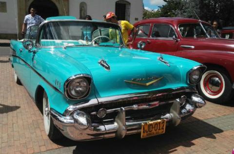 Fontibón celebró sus 423 años con desfile de carros antiguos ...