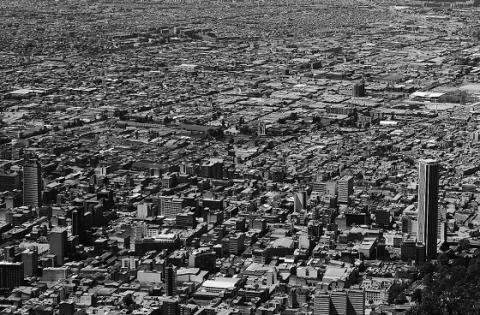 Panorámica de Bogotá - Attribution 2.0 Generic (CC BY 2.0), con modificaciones - Foto: Elia Scudiero - www.flickr.com