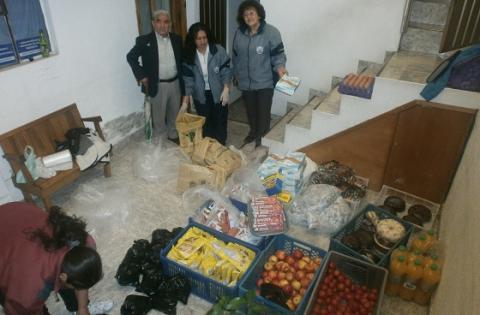 Miembros de la fundacion Asistiendo Programa de canasta solidaria - Foto: Rep Legal fundebys.mu