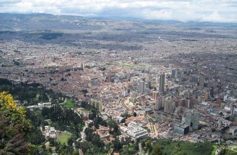 Panorámica de Bogotá - Attribution-ShareAlike 2.0 Generic (CC BY-SA 2.0), con modificaciones - Foto: Marcelo Träsel - www.flickr.com