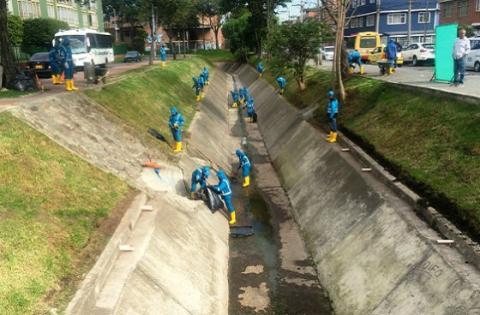Limpieza de canales - Foto: Alcaldía Mayor de Bogotá