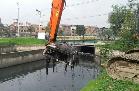 Limpieza de humedales - Foto: Empresa de Acueducto de Bogotá