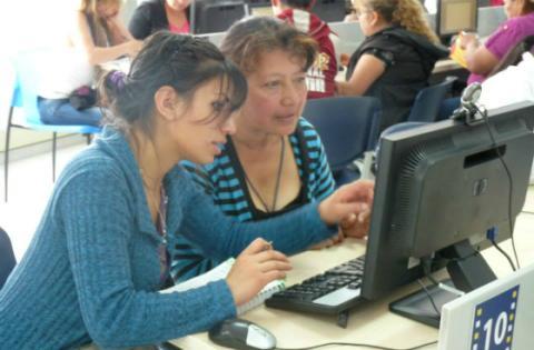 Mujeres se capacitan en TIC - FOTO: Alta Consejería de TIC