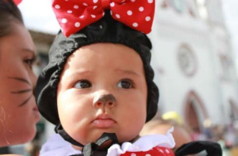 Niña disfrazada - Foto: www.minuto30.com