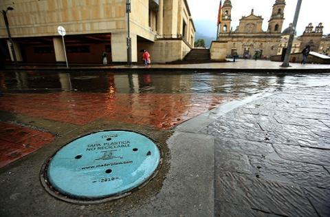 Tapas de alcantarilla - Foto: Prensa Alcaldía Mayor/ Diego Bauman
