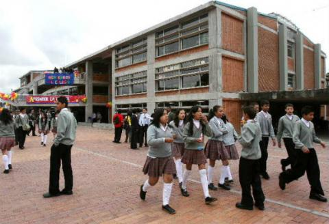 el 60 de los colegios distritales est n categor as