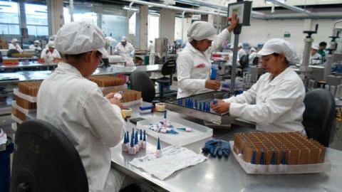 Operarios de producción - Foto: www.sena.edu.co