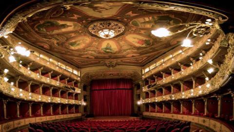 Regresan las visitas guiadas al Teatro Colón de Bogotá ...