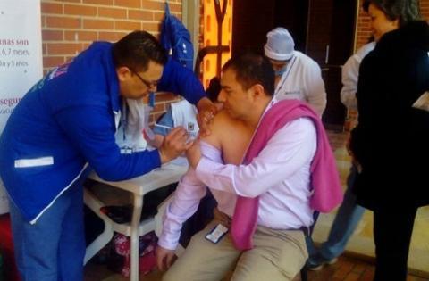 Vacunación deportistas olímpicos - Foto: Prensa Alcaldía Mayor de Bogotá