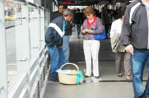 Ventas en Transmilenio - Foto: IPES