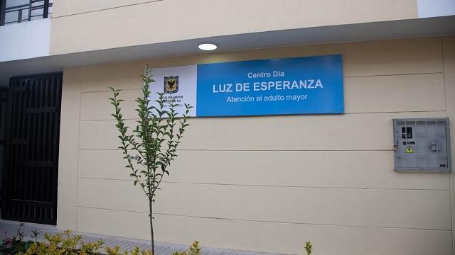 "Portón del Centro Día ""Luz de Esperanza"""