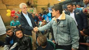 Alcalde en centro de atención La Rioja - Foto: Prensa Alcaldía Mayor de Bogotá / Diego Bauman