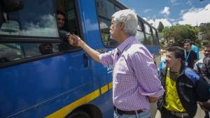 Alcalde con conductor del SITP en la localidad de Suba - Foto: Prensa Alcaldía Mayor / Camilo Monsalve