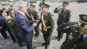 Condecoración a las autoridades - Foto: Prensa Alcaldía Mayor