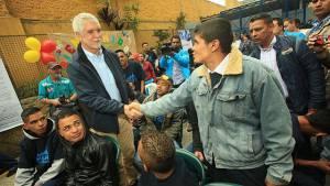 Alcalde con jóvenes del Idipron - Foto: Prensa Alcaldía Mayor / Diego Bauman