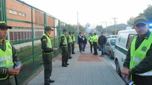Policías custodiando los alrededores de un colegio - Foto: Alcaldía Local de Ciudad Bolívar