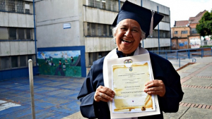 Jóvenes y adultos se gradúan de bachilleres - Foto: Secretaría de Educación