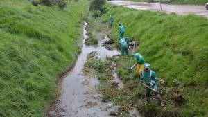 Más de 2.000 metros cúbicos de residuos menos en los canales de agua. Foto: Aguas de Bogotá.