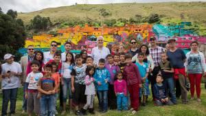 Recorrido mural barrio Los Puentes - Foto: Comunicaciones Alcaldía / Andrés Sandoval