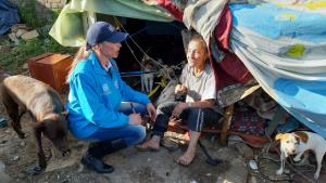 Ángeles Azules abordan a habitantes de calle en San Bernardo