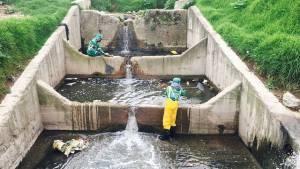 Basura en los canales de Bogotá. Foto: Aguas de Bogotá
