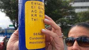 Nuevas plaquetas braille para 221.000 habitantes con discapacidad visual. Foto: TransMilenio