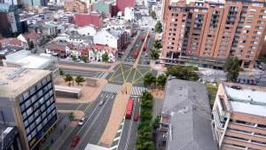 La construcción de la troncal reducirá el número de buses por el corredor vial. Foto: IDU