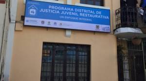 La Casa de Justicia Juvenil Restaurativa está ubicada en la localidad de Santa Fe, en la carrera 4a. No. 23-28.