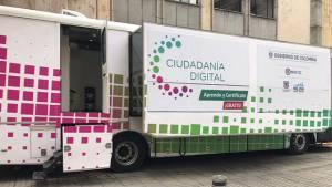 A través de una ruta por la ciudad, Distrito capacita a ciudadanos en el área digital. Foto: Consejería TIC