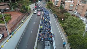Los participantes formaron un río humano en los cerca de  6.7 kilómetros de ascenso - Foto: IDRD
