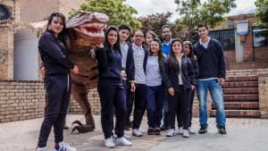 Dinosaurios hechos con reciclaje en el colegio Confederaciones Brisas del Diamante.