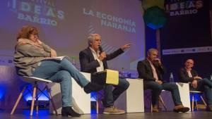El alcalde Enrique Peñalosa en el conversatorio: 'La economía Naranja en el Festival Ideas al Barrio - Foto: Alcaldía Bogotá
