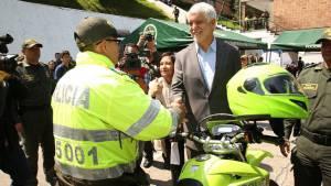 Entrega parque automotor a la Policía - Foto: Comunicaciones Alcaldía Bogotá / Diego Bauman