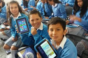 Entrega de tabletas en Colegios de la ciudad - Foto: Comunicaciones Alcaldía Bogotá / Diego Bauman