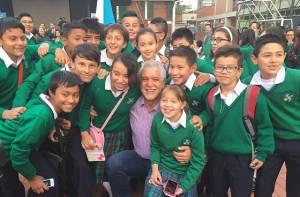 Alcalde con estudiantes de la ciudad - Foto: Prensa Alcaldía Mayor / Camilo Monsalve