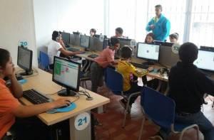 Jóvenes apropiándose de las tecnologías - Foto: Secretaría Distrital de Integración Social (SDIS)